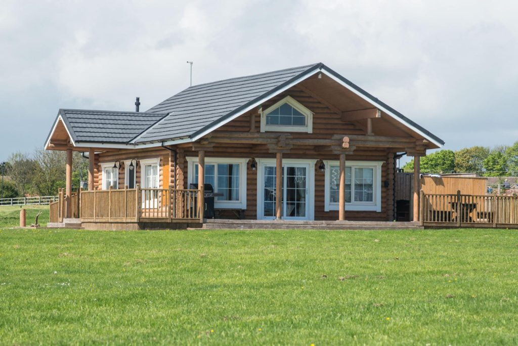 hot tub lodge yorkshire, lodge park east yorkshire, Hornsea Lakes