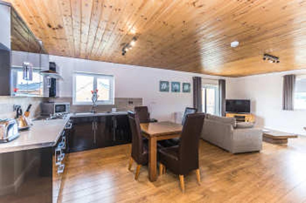 hoseasons, Hot tub lodge Yorkshire, Luxury Lodges East Coast