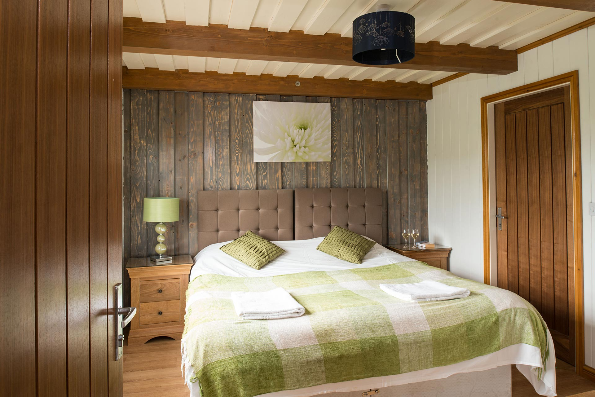 lodge park east yorkshire, hot tub lodges east yorkshire, log cabin east yorkshire